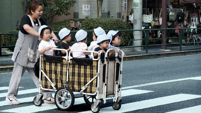 Alasan Menitipkan Anak di Daycare Lebih Baik