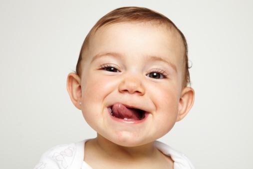 Trik Mengajarkan Bayi Pose yang Menggemaskan