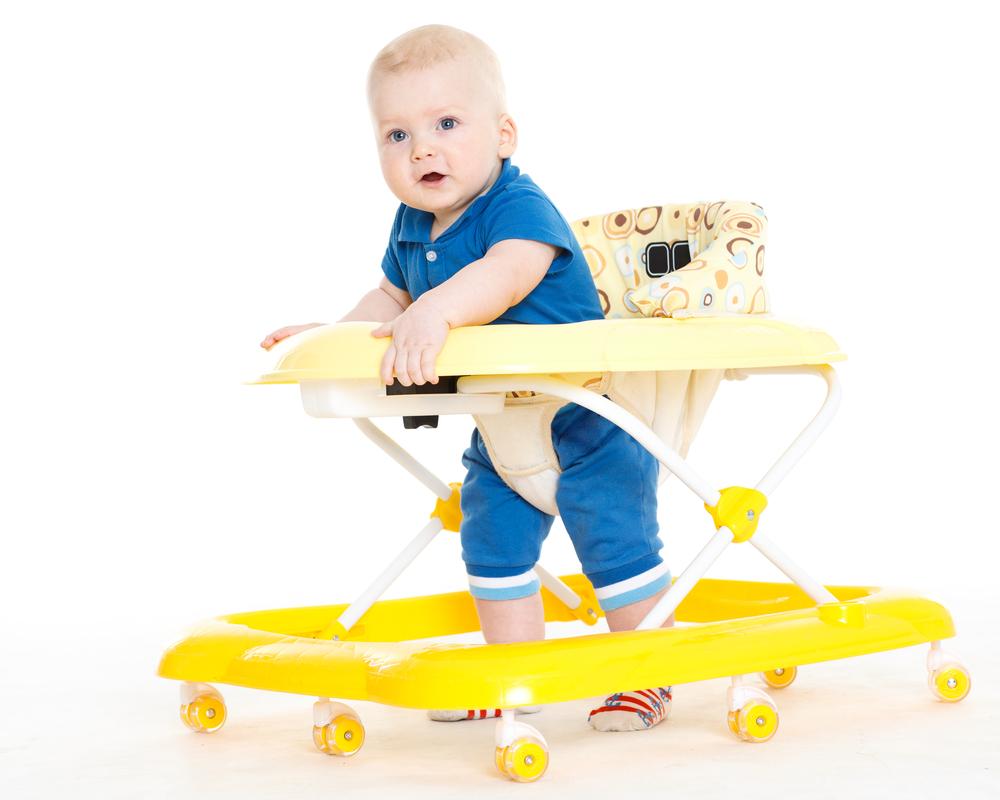 5 Tahapan Bayi Belajar Berjalan
