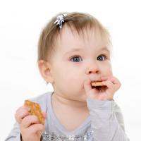 Memberikan Makanan Selingan Bagi Bayi 10 Bulan