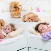 7 Cara Melatih Anak Tidur Sendiri