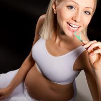 4 Tips Menjaga Kesehatan Mulut Saat Hamil