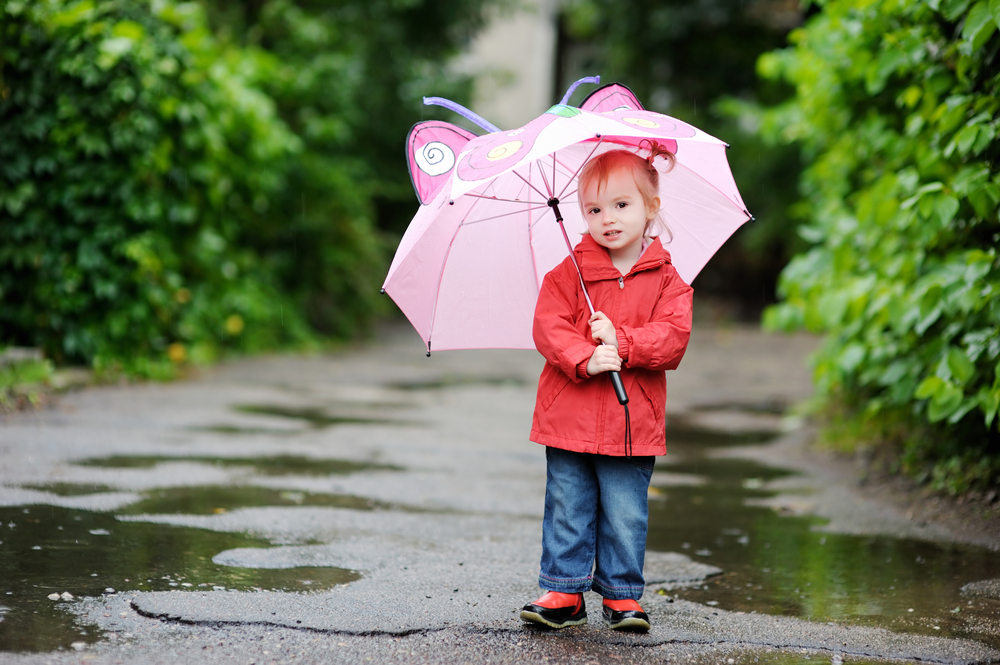3 Cara Menjaga Kesehatan Balita Saat Musim Hujan