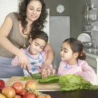 3 Keuntungan Mengajak Anak Beraktivitas Di Dapur
