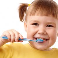 3 Langkah Menjaga Kesehatan Gigi Balita
