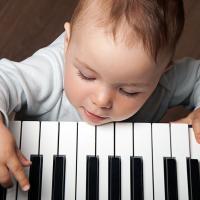 Mengajarkan Piano Kepada Balita