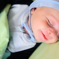 6 Makna Senyuman Bayi
