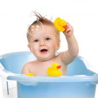 4 Langkah Cegah Kecelakaan Saat Bayi Mandi