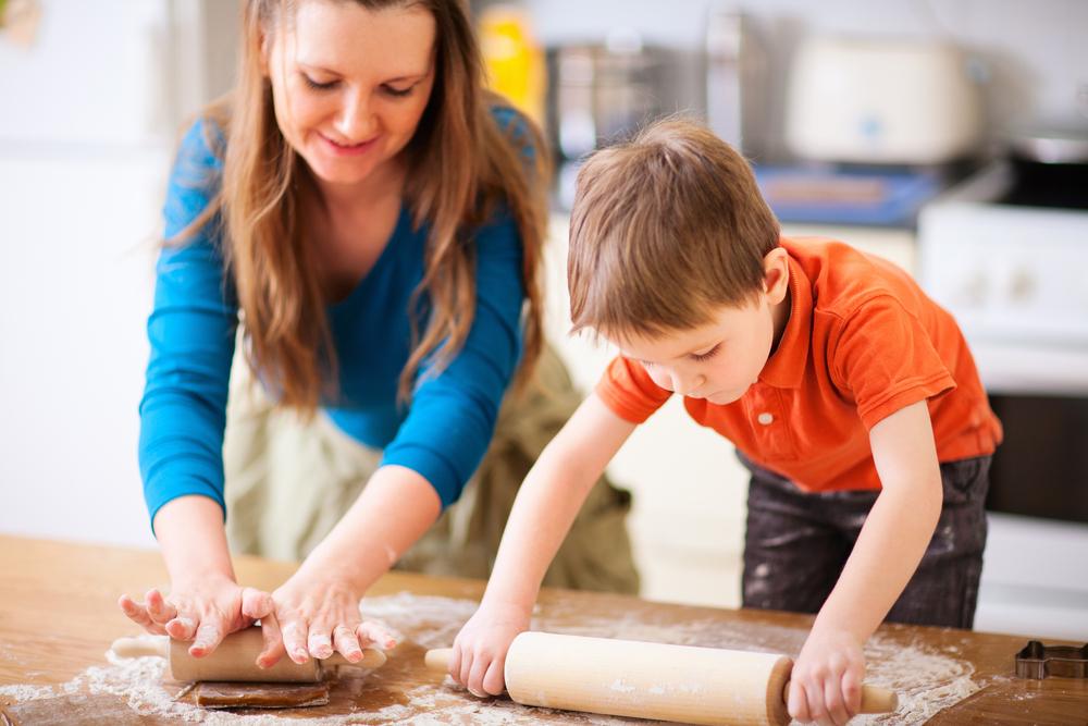10 Aktivitas Untuk Anak Saat Membantu di Dapur