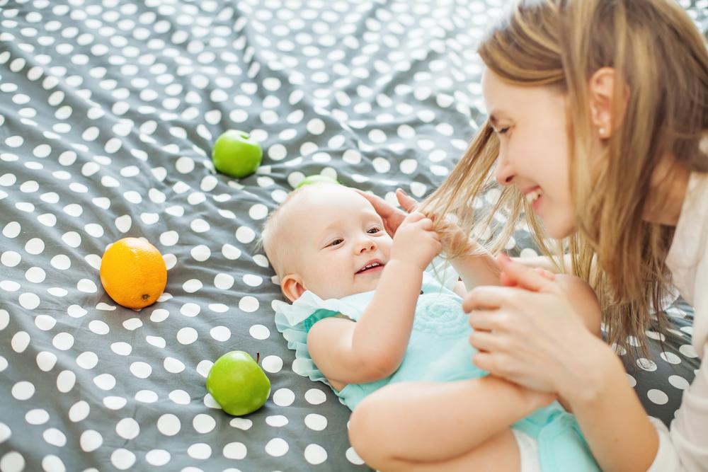 4 Alasan Bayi Suka Menarik Rambut