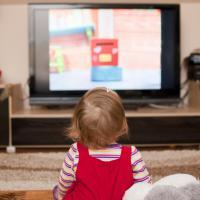 Agar Balita dapat Pengaruh Baik dari Nonton TV