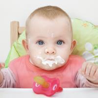 Makan Berantakan Bikin Anak Pintar?