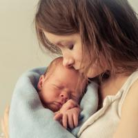Bolehkah Membawa Bayi Baru Lahir Keluar Rumah?