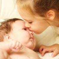 2 Tips Mudah Saat Batita Menjadi Kakak