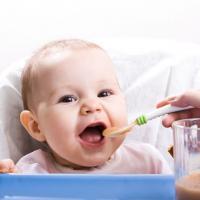 Stop Kenalkan Makanan Ini Pada Bayi