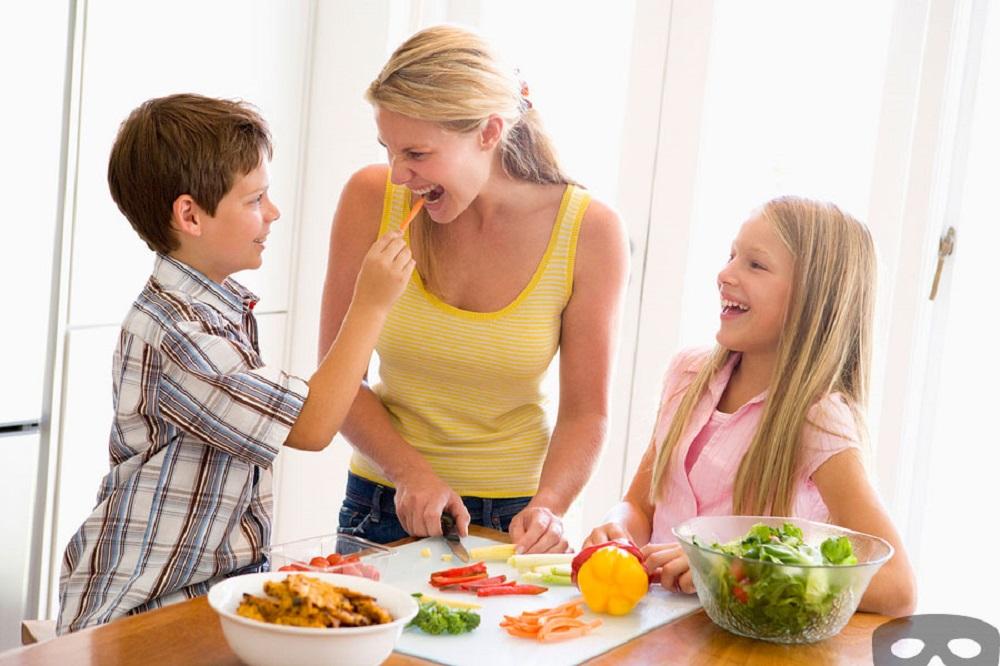 Ajak Anak Untuk Membuat Camilan Sehatnya Sendiri