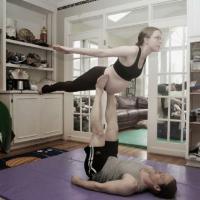 Acro Yoga Dapat Membantu Kelancaran Kelahiran