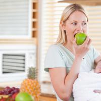 Ingatkan Moms Agar Tidak Mengonsumsi Bahan Makanan Berikut