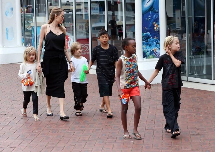 Orang Luar Negeri Lebih Suka Mengadopsi Anak Berbeda Ras
