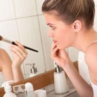 Ini Trik Memilih Make-Up Buat Calon Mama Baru