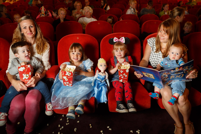 Trik Nyaman Pergi Ke Bioskop Bersama Anak Balita