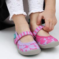Cara Mengajarkan Anak Memakai Sepatu Sendiri