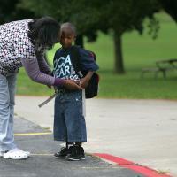 Agar Si Kecil Mau Masuk Kelas Tanpa Didampingi Oleh Moms