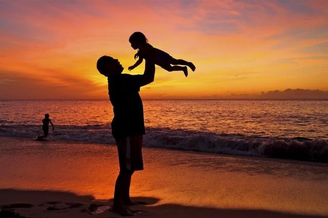 Alasan Mengapa Dads Harus Lebih Dekat dengan Anak Perempuan