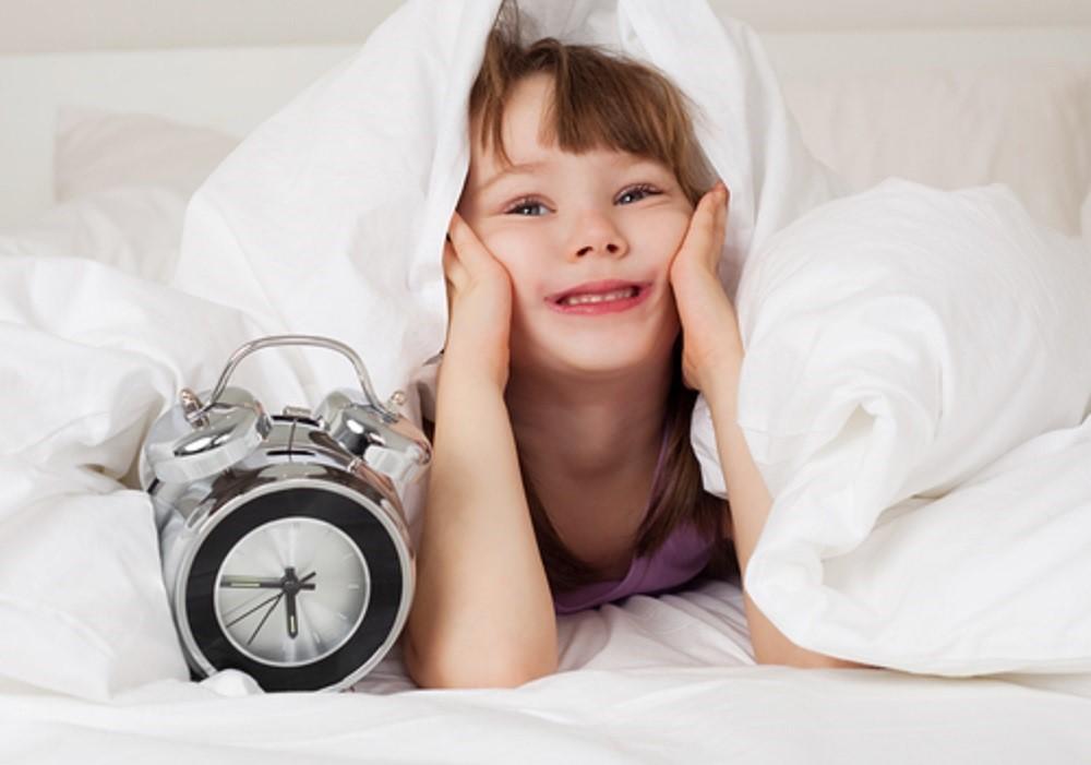 Benarkah Si Kecil yang Sering Bangun Pagi Daya Tahan Tubuhnya Lebih Kuat?