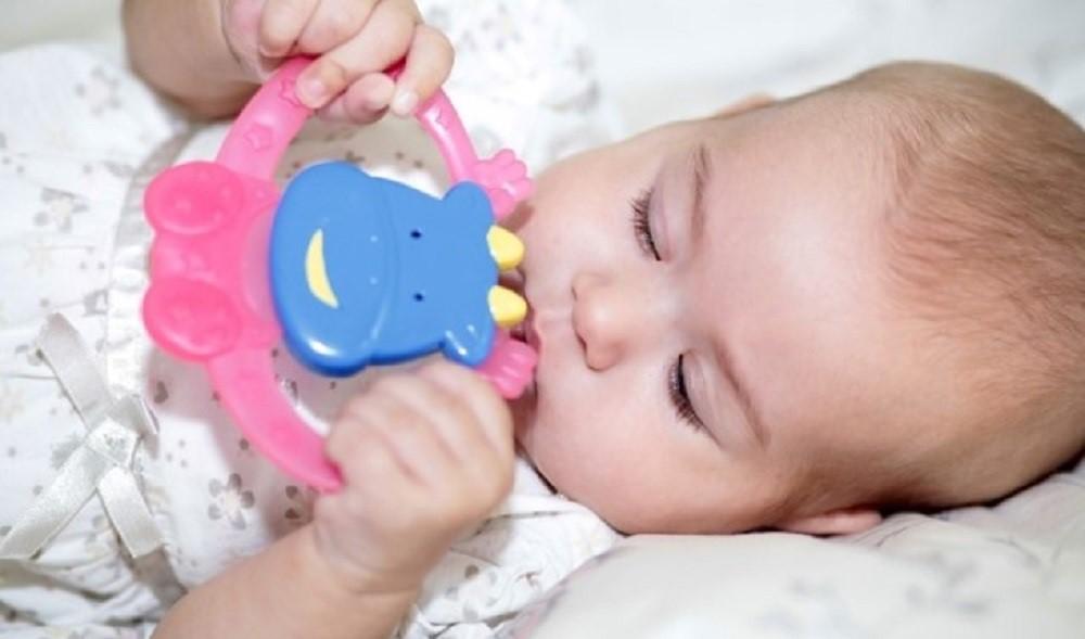 Cara Merawat Teething Ring Agar Tetap Higienis