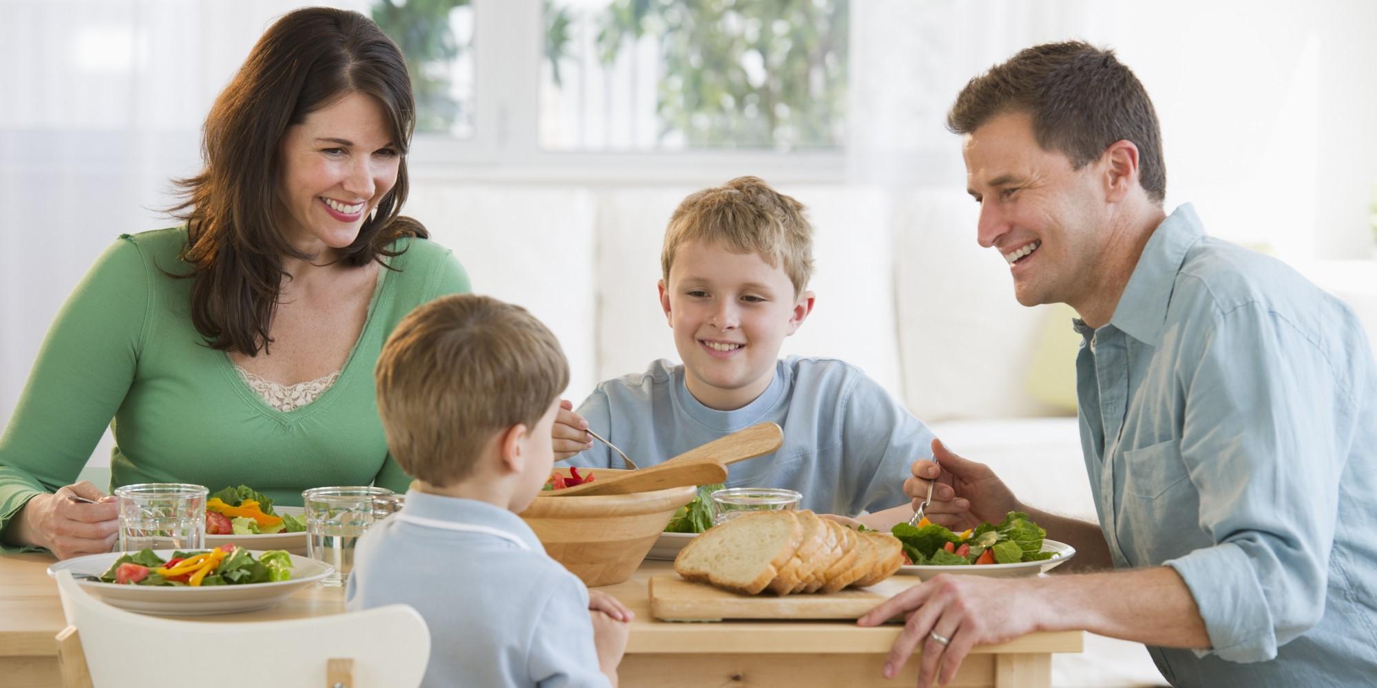 Dads, Ini Pentingnya Makan Malam Bersama Keluarga!