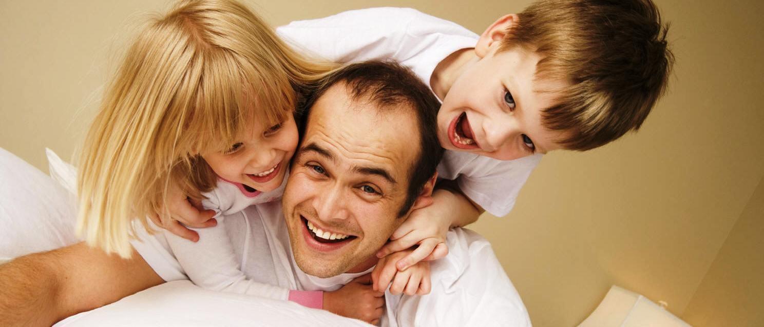 Dads, Jangan Takut Menunjukkan Sisi Lemah Lembut Di Depan Si Kecil