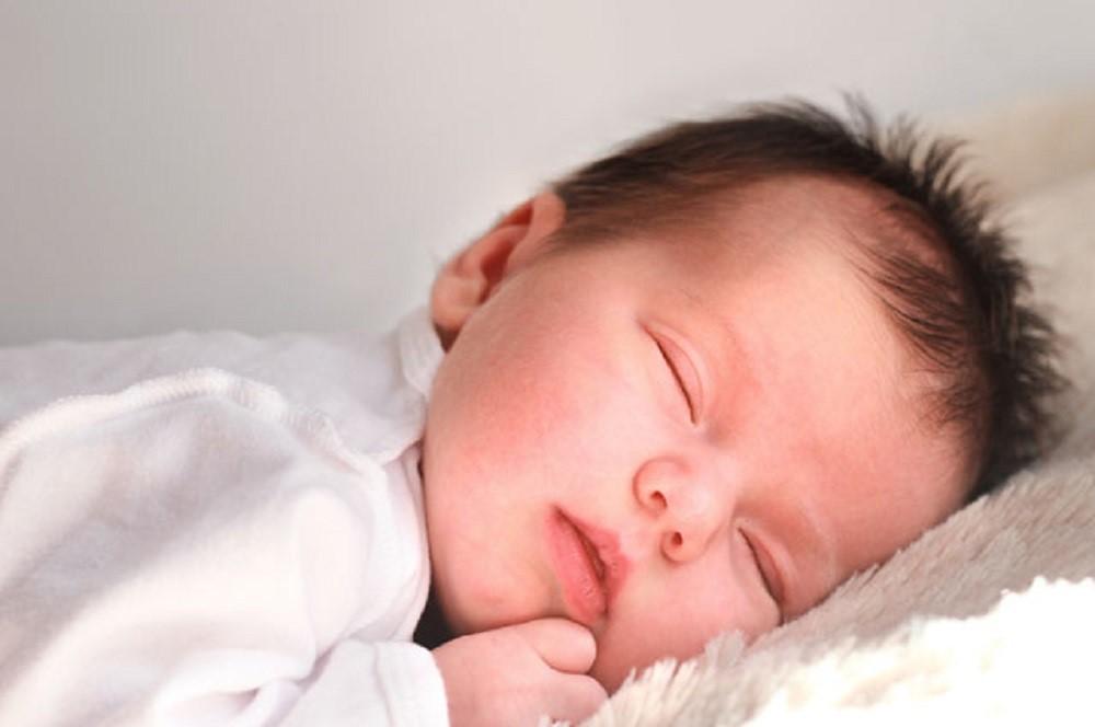 Di Umur Berapa Idealnya Si Kecil Bisa Tidur Semalam Penuh?