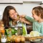 Membuat Bekal Sekolah Bersama Si Kecil? Seru Lho Moms