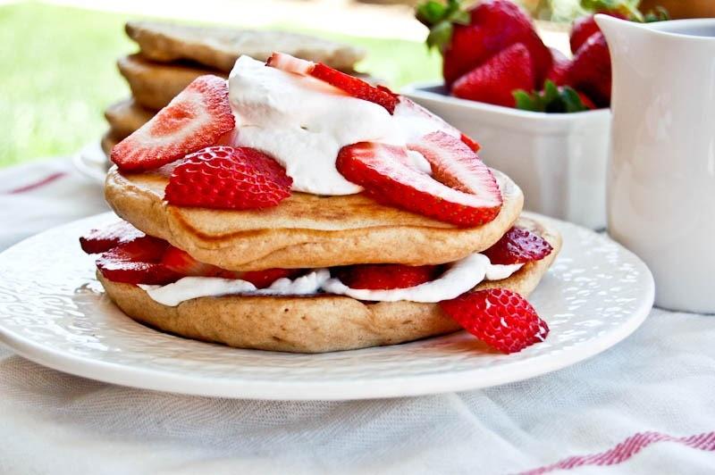 Pancake Susu Strawberry Cemilan Sehat untuk Keluarga