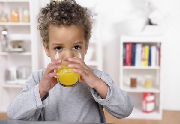 Pertolongan Pertama Jika Si Kecil Tak Sengaja Menelan Zat Kimia Berbahaya