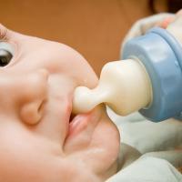 Begini Caranya Memilih Dot dan Botol Susu Bayi yang Benar, Moms