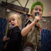 Manfaat Bernyanyi dengan Si Kecil