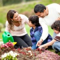 Memperkenalkan Aktifitas Berkebun Pada Anak