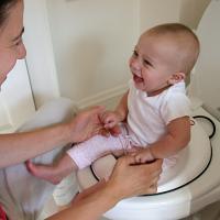 Tips Melatih Anak Menggunakan Toilet