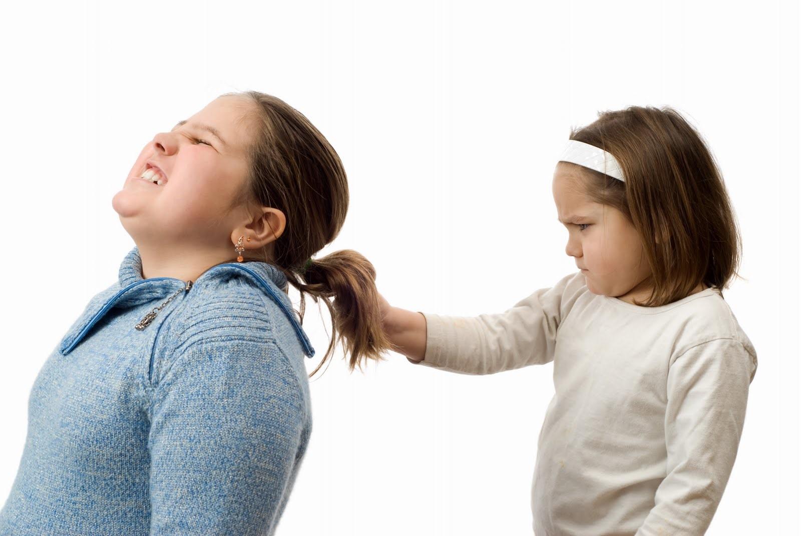 Anak Suka Memukul? Pahami Sebabnya!