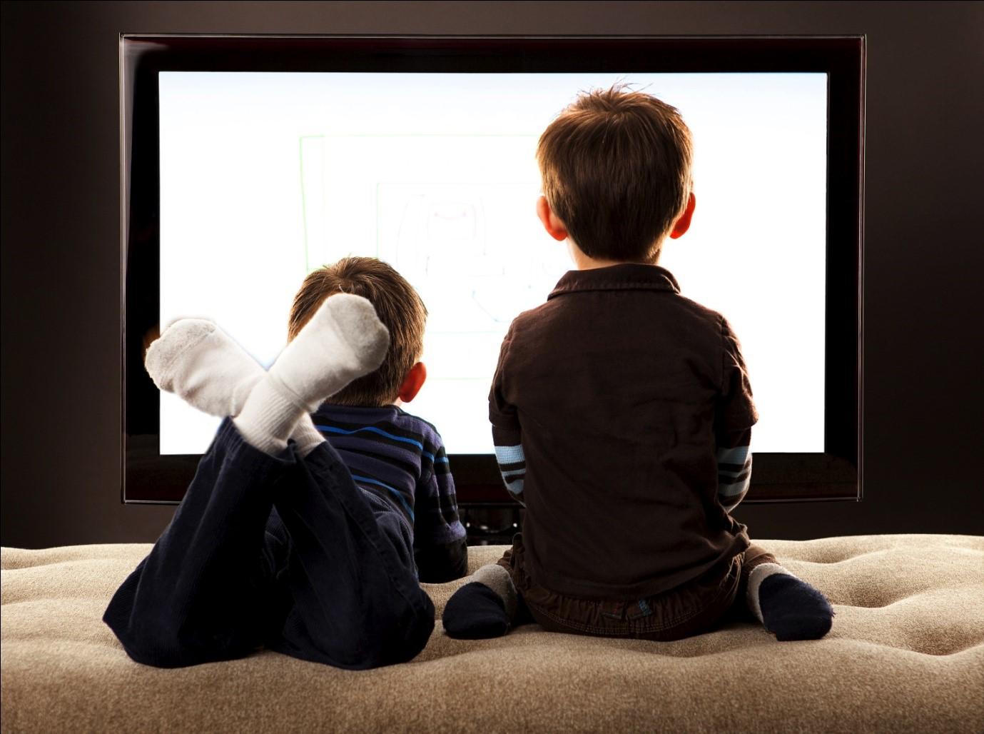 Cara Unik Agar Dads Bisa Mengawasi Tontonan Si Kecil