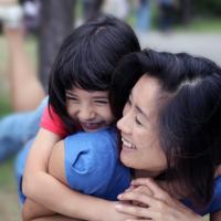 Cara Agar Moms Bisa Tidak Terlalu Banyak Membantu Si Kecil