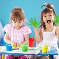 Tips Memilih Peralatan Menggambar yang Aman Bagi Si Kecil