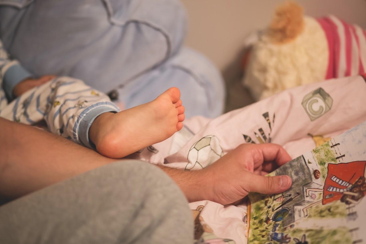 5 Manfaat Mengajak Si Kecil Membaca Sejak Bayi