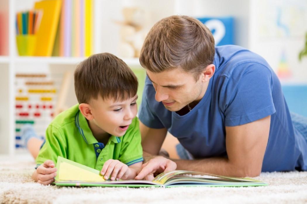 Tingkatkan Hubungan dengan Si Kecil Bisa dengan Membaca Buku Bersama Lho Dads