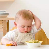 Jauhkan Si Kecil yang Masih Bayi dari 7 Jenis Makanan Ini Ya Moms!