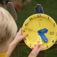 Lakukan Cara-Cara Ini untuk Ajarkan Anak Soal Waktu Dads!