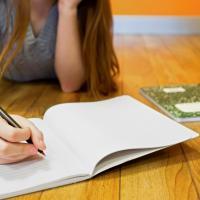 Manfaat Melatih Si Kecil Menulis Cerita