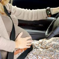 Masih Menyetir Saat Hamil? Ikuti Aturannya Ya Moms!